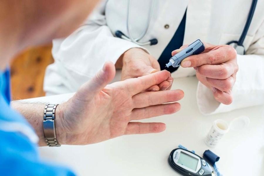 بیماران دیابتی به مراکز دیابت مراجعه کنند