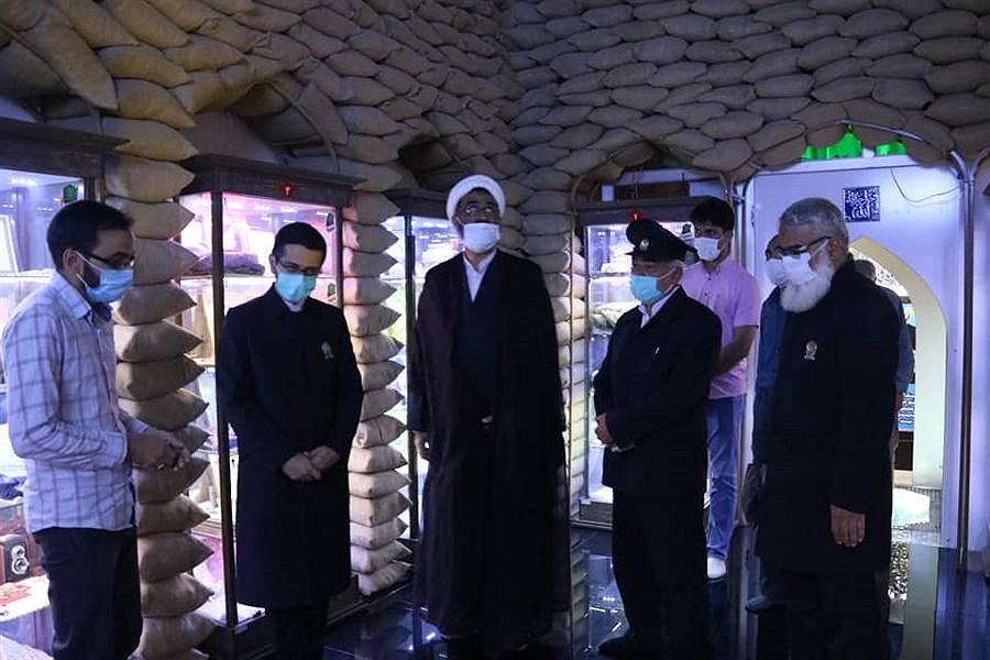 بازدید خادمان آستان قدس رضوی از گنجینه ایثار و شهادت شهرستان اردکان