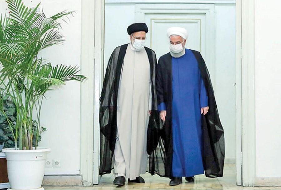 روحانی کلید را تحویل رئیس جمهور جدید داد