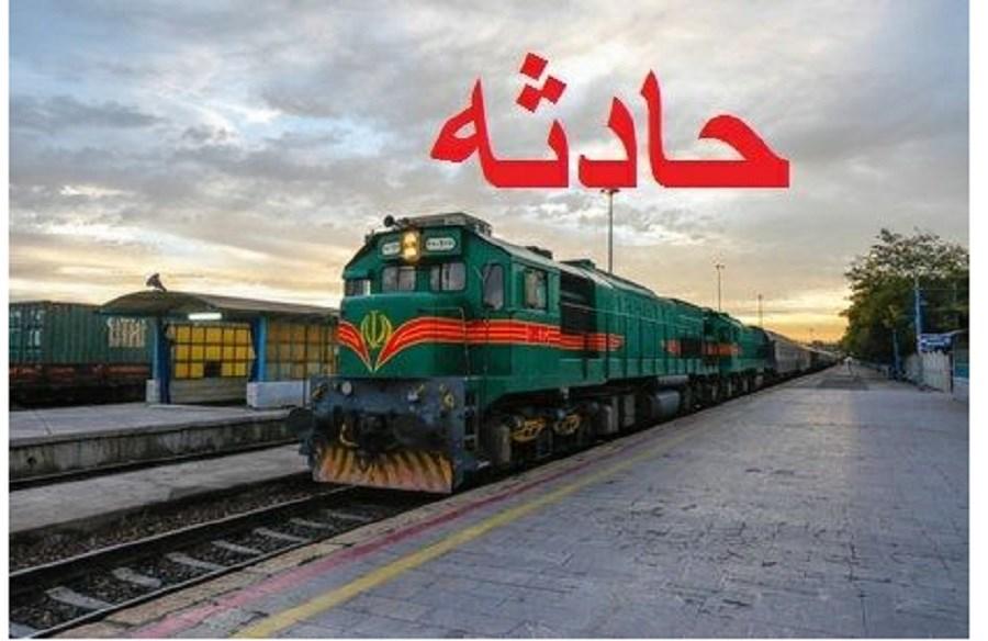 تصویر برخورد مرگبار قطار مسافربری با عابر پیاده در قزوین