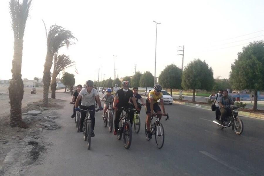 """همایش دوچرخه سواری با شعار """"ورزش آری، اعتیاد هرگز"""" در گناوه بوشهر"""