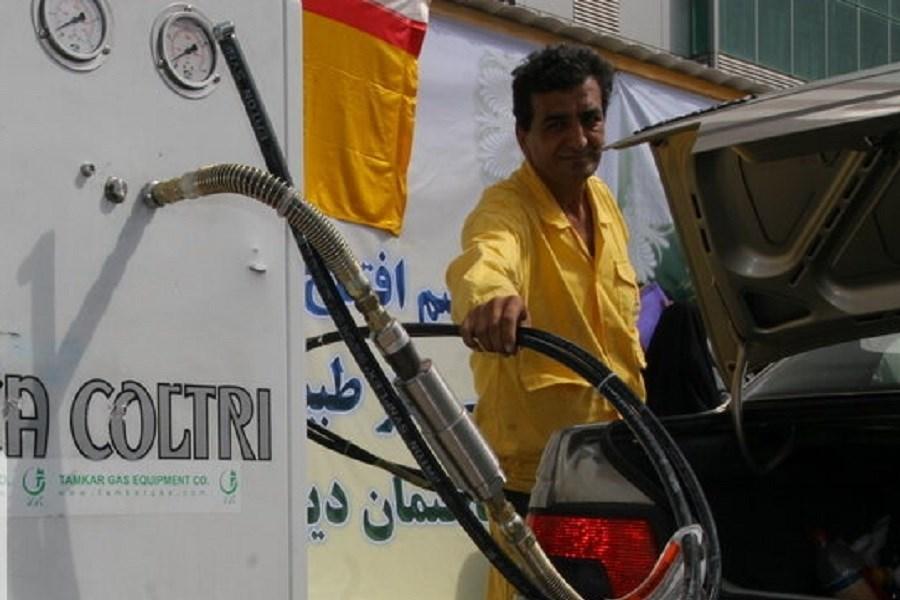 جزئیات ماجرای نفوذ آب به مخزن پمپ بنزین در آبادان