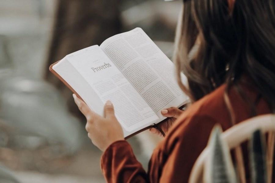 فواید کتاب خواندن برای کودکان و بزرگسالان