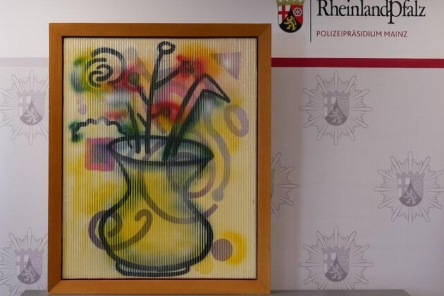 کشف نقاشی مسروقه در یک آپارتمان