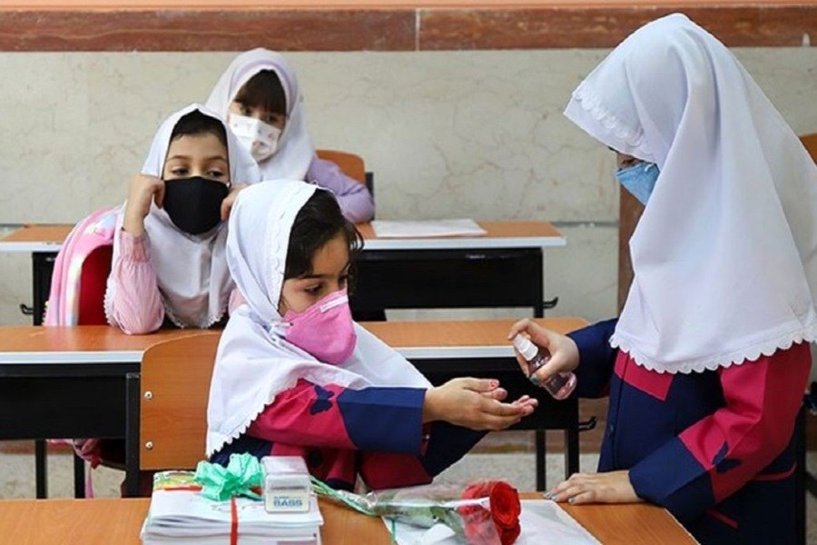 واکسیناسیون معلمان تکمیل نشده است/ عدم اطمینان خانوادههای دانش آموزان به صحبت مسئولان