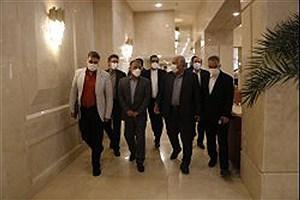 تصویر  بازدید مدیرعامل سازمان منطقه آزاد کیش از هتل پانوراما