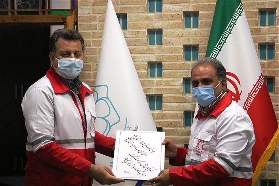 شهردار یزد در لباس عضو جمعیت هلال احمر