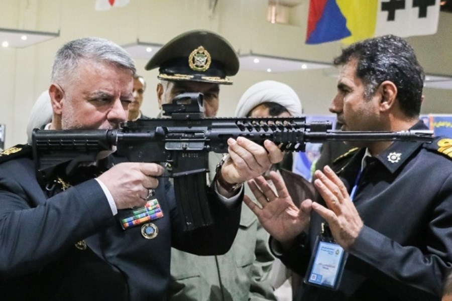 ناوگروههای ارتش در دوردستها پرچم مقدس ایران اسلامی را به اهتزاز درآوردند