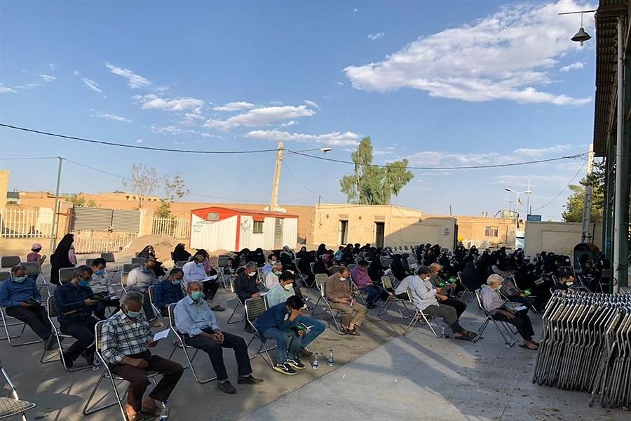برگزاری دعای عرفه در قبرستان قدیمی هرهر یزد