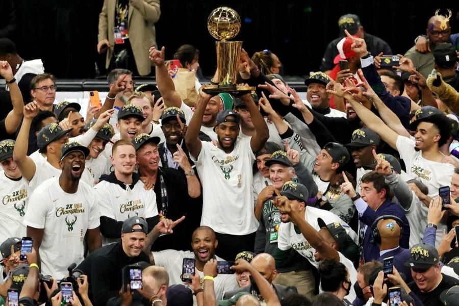 تصویر میلواکی باکس با غلبه بر فینیکس سانز قهرمان NBA شد