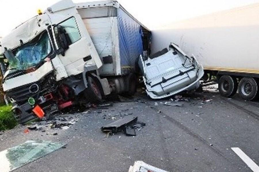 تصویر در حادثه رانندگی در شهرستان مبارکه چهار نفر کشته شدند
