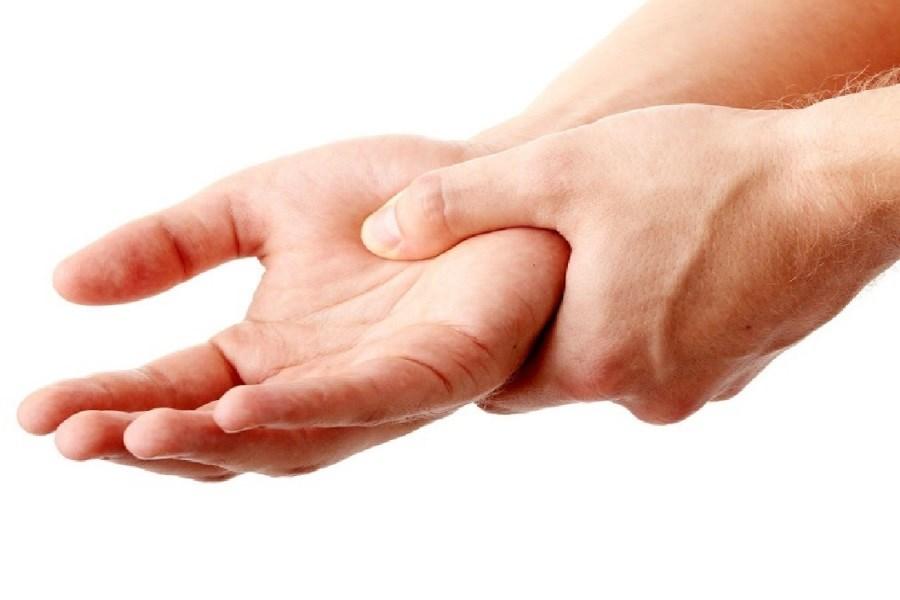 تصویر علت خواب رفتگی دست ها در شب چیست؟