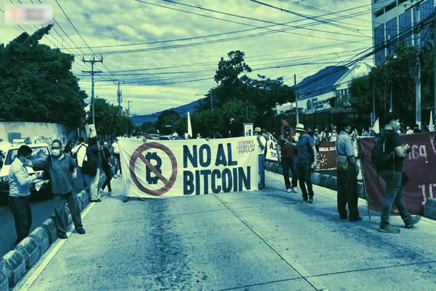 تصویر شهروندان السالوادور به قانون بیت کوین اعتراض کردند