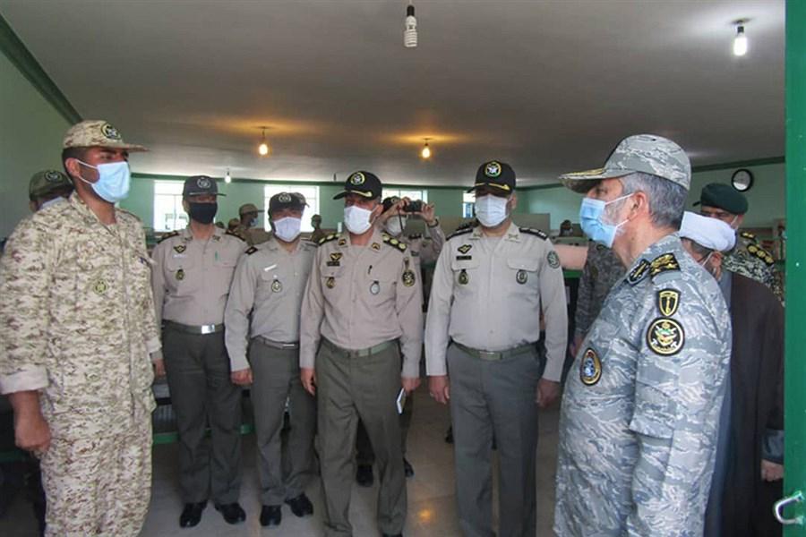 سرلشکر موسوی از مرکز آموزش شهید اسدی و پادگان شهیدابوذری دژبان ارتش بازدید کرد
