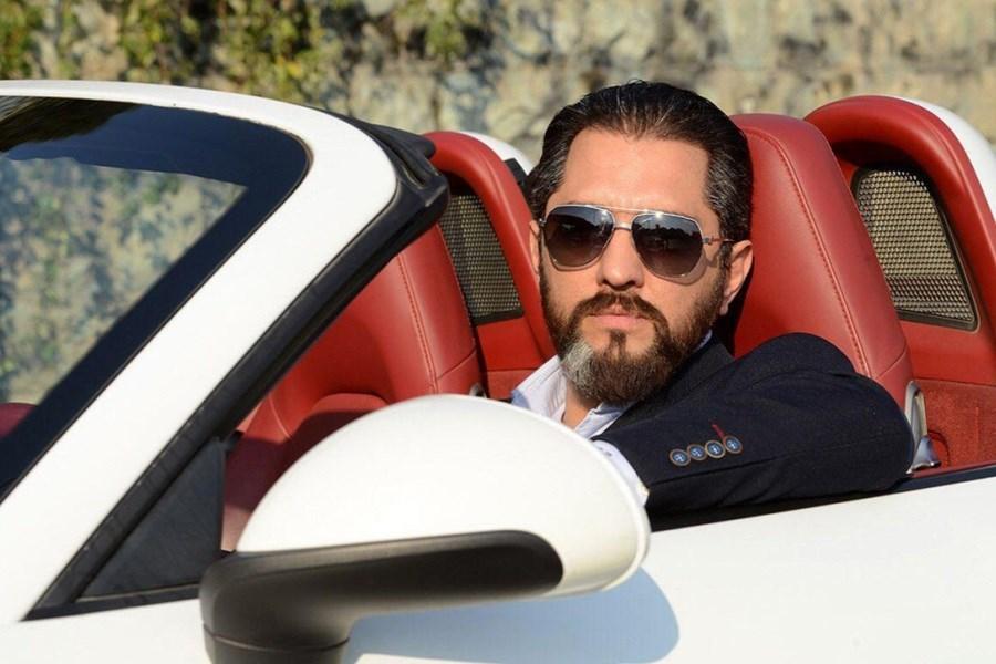 تصویر بهرام رادان در خودروی لاکچری