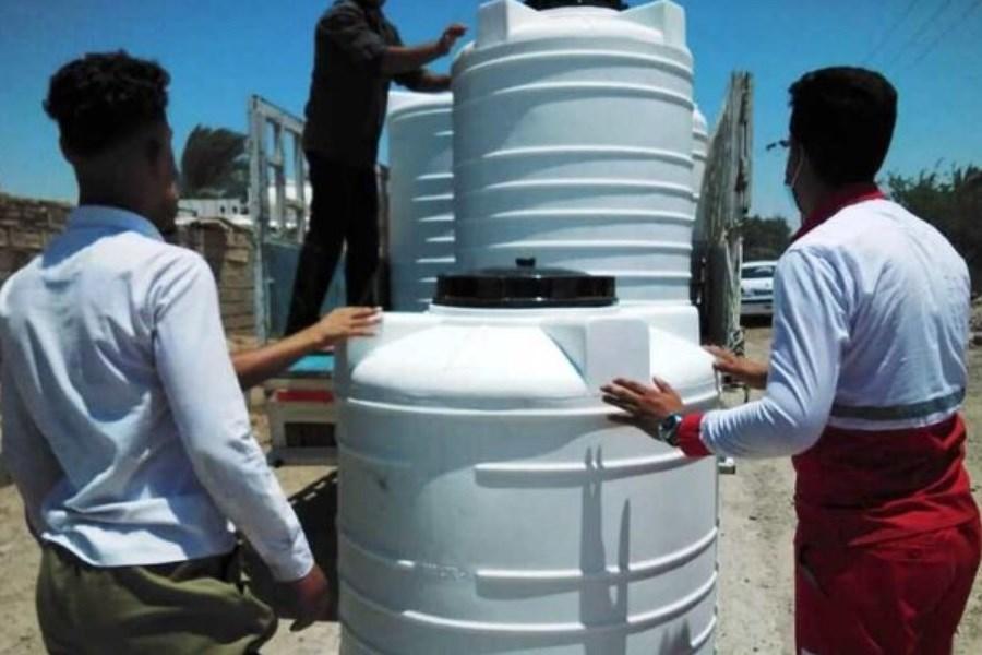 خیران ۷۰ مخزن آب شرب به خانوارهای آسیب دیده از تنش آبی هویزه هدیه کردند.