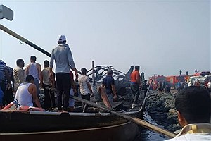 تصویر  3 لنج در حادثه اسکله صیادی کنگ در آتش سوختند +فیلم