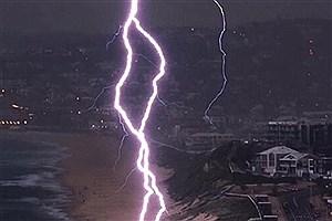 تصویر  وقوع رگبار و رعد و برق در استان تهران