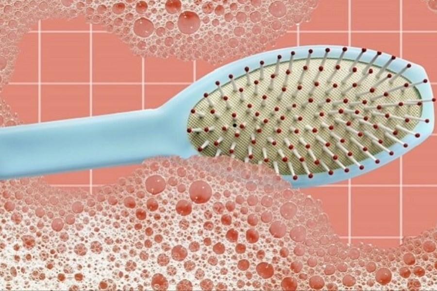 برای تمیز کردن شانه و برس موی سر چه کنیم؟