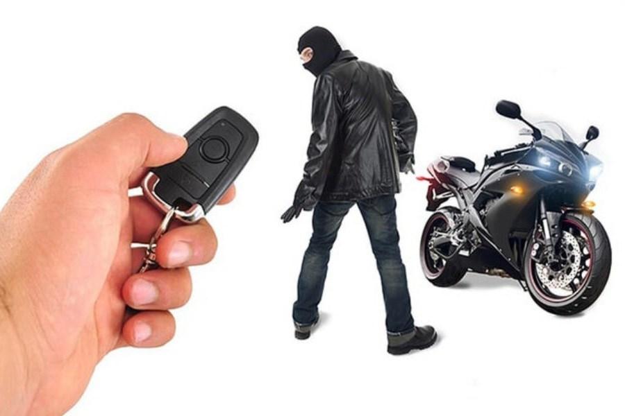 سرقت موتور یک خبرنگار حین ضبط مصاحبه + ویدیو