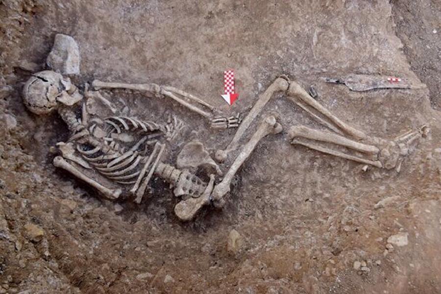 کشف 19 گور باستانی از طبقات مختلف اجتماعی در لیارسنگبُن املش