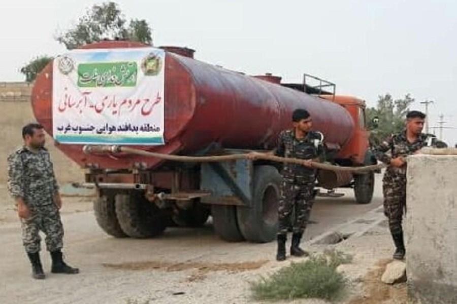 تصویر اجرای طرح آبرسانی روستاهای خوزستان توسط پدافند هوایی جنوب غرب ارتش