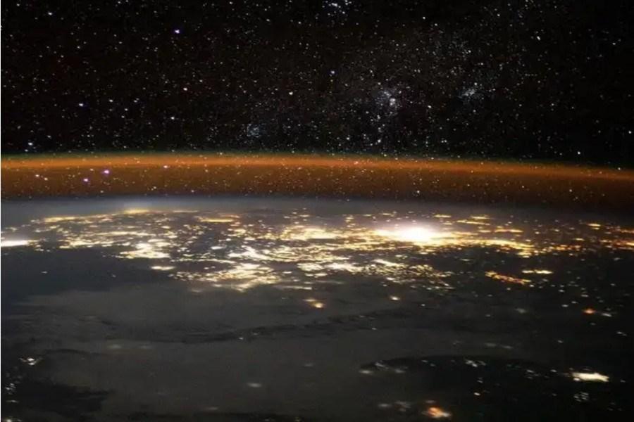تصویر تصویر خیرهکننده زمین از منظر ایستگاه فضایی بینالمللی