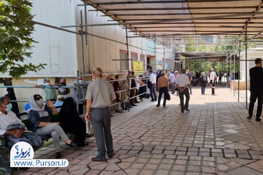 تصویر بی نظمی روند واکسیناسیون خبرنگاران و معطلی چندین ساعته در مراکز +عکس و فیلم