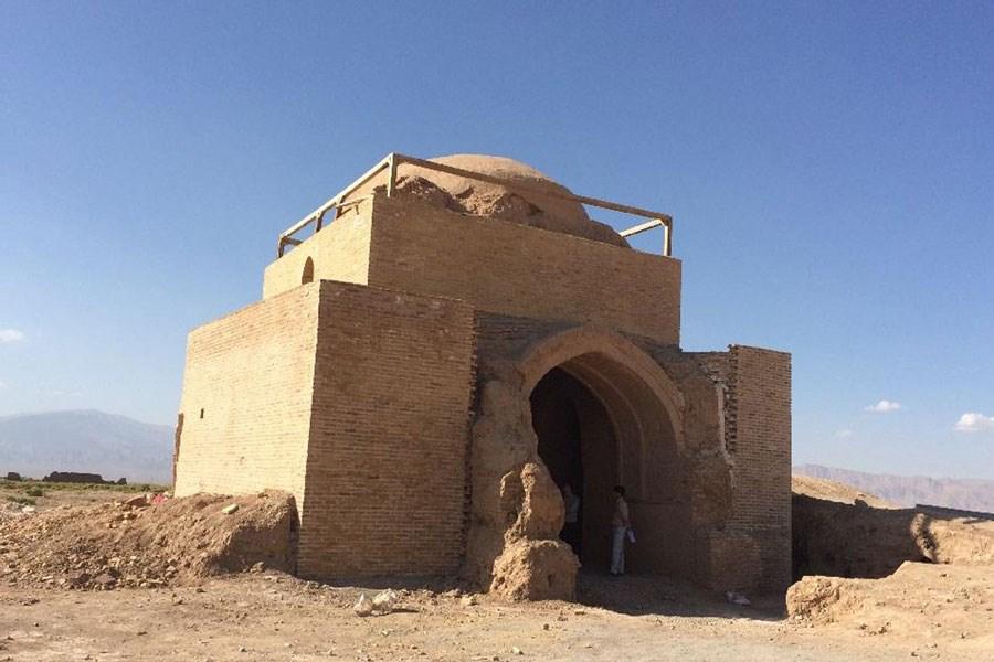 تصویر مرمت آرامگاه شیخ بیدوازی در اسفراین آغاز شد