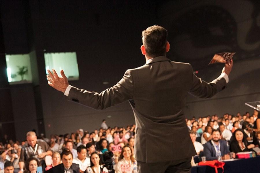 چگونه یک سخنران متقاعد کننده باشیم؟