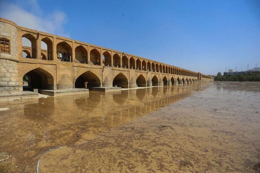 فرونشست در یک قدمی بناهای تاریخی اصفهان