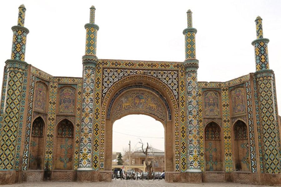 تملک پلاک در حال ساخت حریم دروازه تاریخی درب کوشک قزوین