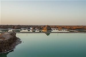 """تصویر  دریاچه شگفت انگیز """"شهداد کرمان"""" در دل کویر لوت"""