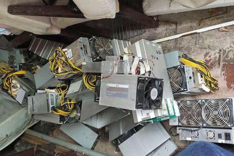 کشف ۱۵ دستگاه استخراج ارز دیجیتال در عباس آباد