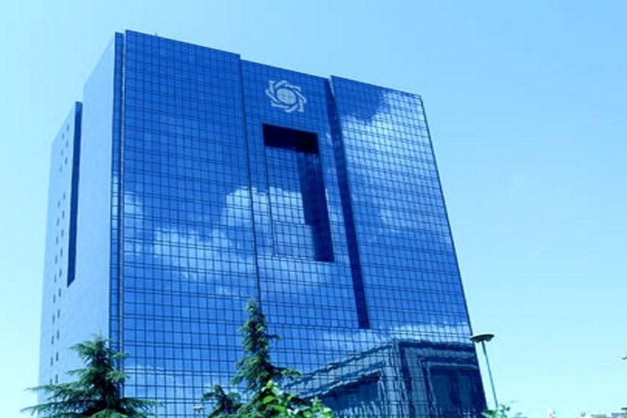 لحظه ورود صالح آبادی به بانک مرکزی
