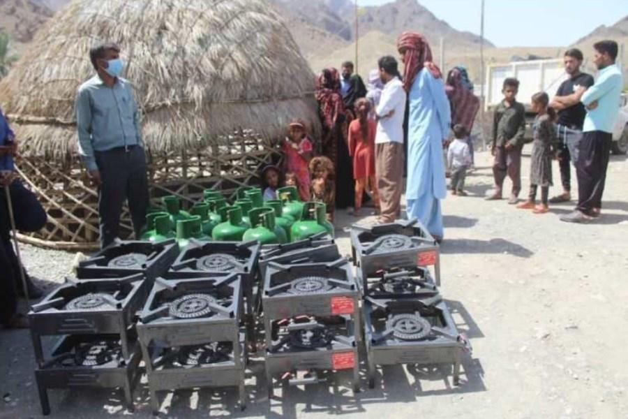 توزیع ۳۰۰ وسیله گازسوز در روستاهای قلعه گنج کرمان