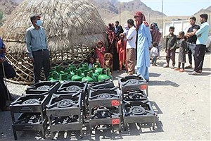 تصویر  توزیع ۳۰۰ وسیله گازسوز در روستاهای قلعه گنج کرمان