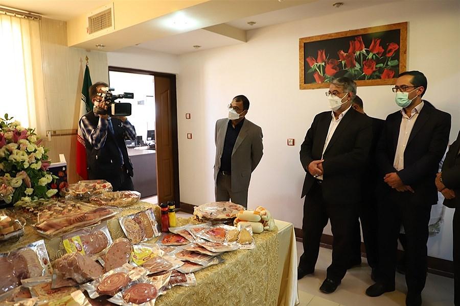 تصویر زدودون غبار تعطیلی از یک شرکت فرآوردهای گوشتی در یزد