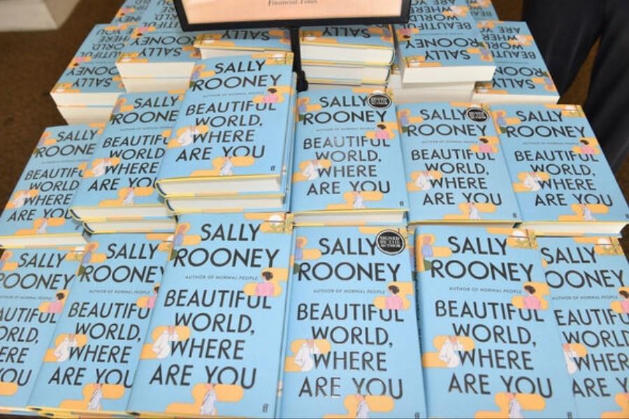 رمان «سالی رونی» پرفروشترین رمان سال ۲۰۲۱