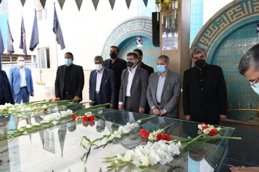 حضور سرپرست وزارت آموزش و پرورش در مراسم غبارروبی گلزار شهدای گمنام کرج