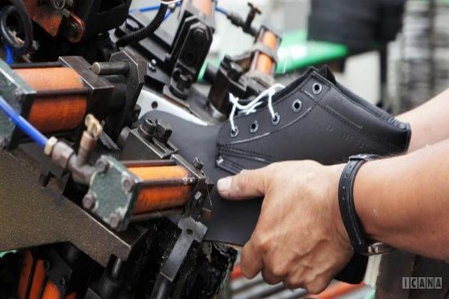تصویر عدم حمایت از صنعتگران صنعت کفش هیدج