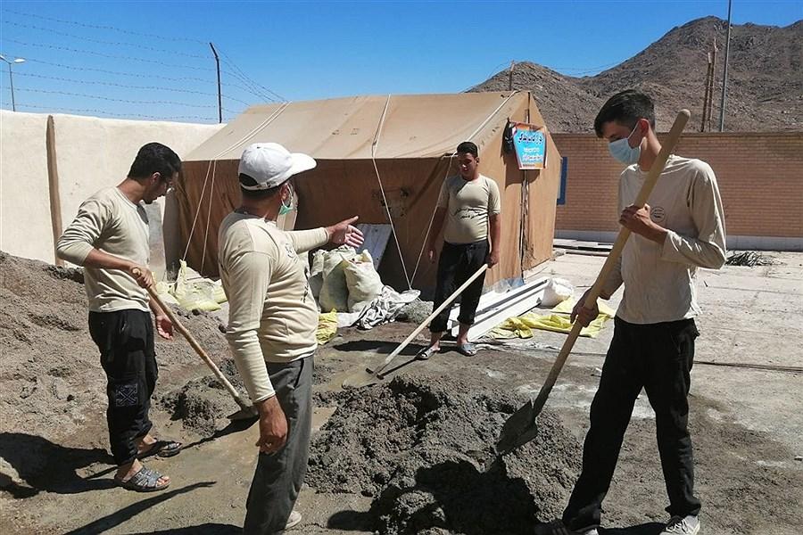 ساخت یک باب مدرسه توسط جهادگران بسیجی در روستای نصرت آباد یزد +تصاویر