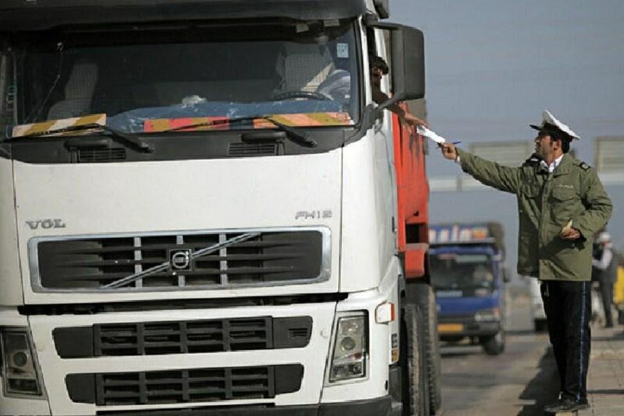 توقیف کامیون حامل کالای قاچاق در محور خرم زال