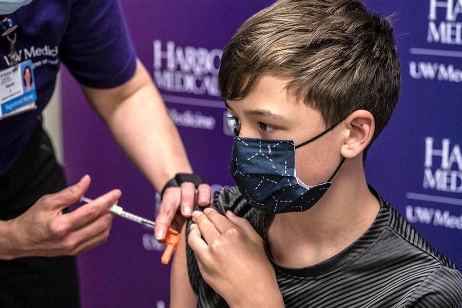 آغاز واکسیناسیون دانشآموزان سال آخر متوسطه دوم