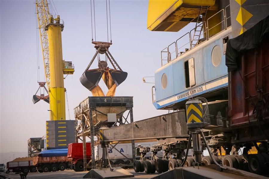 ۵ کشتی کالای اساسی طی روزهای آینده در بندر شهید رجایی پهلوگیری میکند
