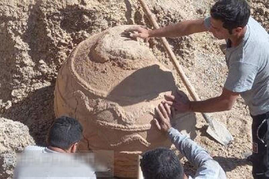 تصویر خمره ساسانی در مبارکه کشف شد