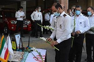 تصویر  آتش نشانان کرجی به علی لندی ادای احترام کردند