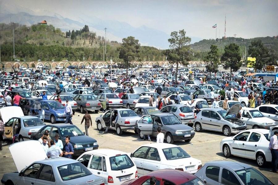 خودروسازان رفتار تحقیر آمیز با مردم را متوقف کنند