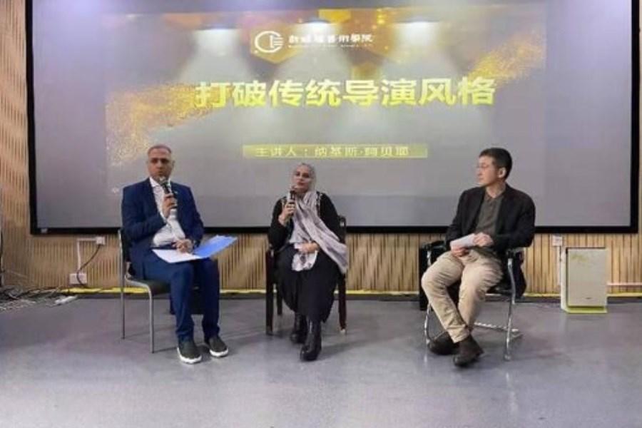 تصویر نرگس آبیار در چین استاد دانشگاه شد