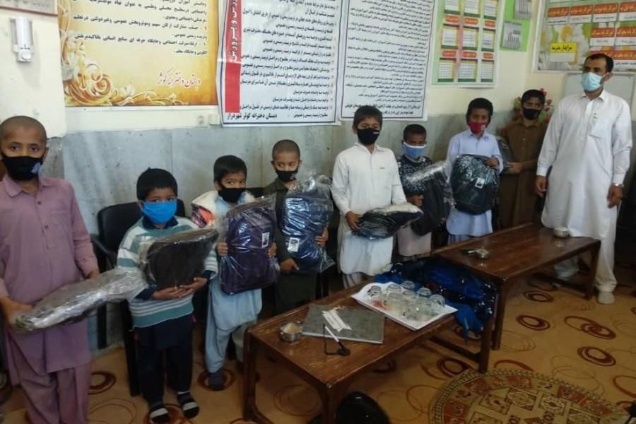 توزیع ۱۳۰۰ بسته اقلام تحصیلی در آستانه مهر ماه